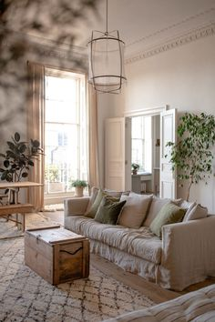 Natural lighting in a neutral living room with earth tones Home Living Room, Living Room Designs, Living Spaces, Living Room Inspiration, Home Decor Inspiration, Living Room Ideas Earth Tones, Natural Home Decor, Natural Living, Style Deco