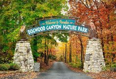 The beauty of the Ozark Mountains is no secret. However, there is a place tucked away in the Ozarks that is a bit of a secret: Dogwood Canyon Nature Park. Weekend Trips, Day Trips, Weekend Getaways, Places To Travel, Places To See, Travel Destinations, Dogwood Canyon, Branson Vacation, Branson Missouri