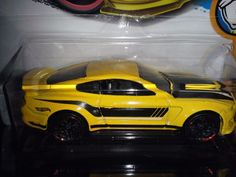 HOT WHEELS 2017  MUSCLE MANIA #2/10  FORD SHELBY GT350R (YELLOW) #HOT #FORD