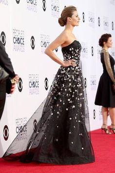 Stana Katic at the People's Choice Awards on January 7, 2015.