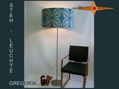 Stehleuchte GREGORIA h 160 cm im Pantonstil 70er. Der Lampenschirm für diese Stehlampe ist mit originalem Retrostoff der 70er Jahre bespannt. Einmalig schön und nur bei Gruzdz-Berlin zu bekommen ;-)
