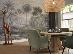 Ronde tafel en behang wand. Lamp HK Living Casa Milano, Diy Bedroom Decor, Wall Decor, Dining Chairs, Dining Table, Tiny Studio, Pretty Wallpapers, Interior Exterior, Home Decor Inspiration