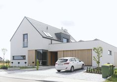 Moderne 2 - HÄUSER MIT VISION - - The Effective Pictures We Offer You About facade A quality picture can tell you many things. Facade House, House Roof, House Facades, House Exteriors, Contemporary Architecture, Architecture Design, Future House, Renovation Facade, Garage Door Design