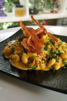 Νιόκι με ψαρονέφρι και γκοργκοτζόλα Κρεμμυδόπιτα σουφλέ Burger με σοφρίτο ντομάτας Πικάντικο κοτόπουλο Kung Pao   Κέικ μελιού με καραμελωμένο γάλα Thai Red Curry, Risotto, Ethnic Recipes, Food, Essen, Meals, Yemek, Eten