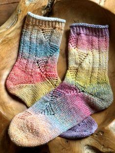 Cool Socks, Awesome Socks, Knitting Socks, Knitting Patterns, Advent, Passion, Texture, Woolen Socks, Sock Loom