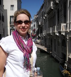Author Sara Rosett on movinghttp://girlfriendsbookclub.org/2015/05/location-location-location-the-upside-of-moving/