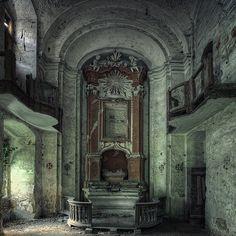 Abandoned  - Sacra Christi Familia (by zampano_de)
