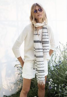 Madewell shaker sweater worn with the denim boyshorts, tidalwave scarf + le specs® easy cowboy sunglasses// Style Casual, Casual Looks, Casual Outfits, Cute Outfits, My Style, Spring Summer Fashion, Autumn Fashion, Spring 2015, Vogue