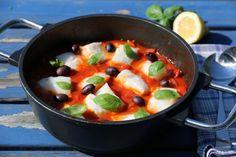 TORSKEGRYTE MED TOMAT OG OLIVEN (VIDEO) Cod Recipes, New Menu, Fish And Seafood, Fruit Salad, Love Food, Feta, Main Dishes, Bacon, Olives