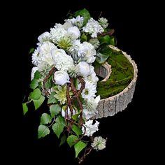 Christmas Deco, Christmas Wreaths, Grave Decorations, Funeral Flowers, Ikebana, Flower Art, Floral Arrangements, Floral Wreath, Rose