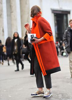 orange coat street style You May Also LikeWhat's HOT Daily Fashion, Look Fashion, Winter Fashion, Paris Fashion, Fashion Coat, Fashion Black, French Fashion, Vintage Fashion, Mode Outfits