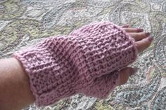 this is what the mitt looks like if you use the basic tunisian crochet stitch instead if the knit stitch in the instructions.