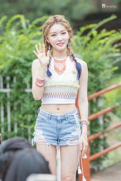 Kim Chungha (I.O.I.)