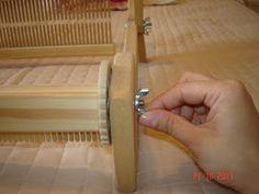Quiero Pura Lana: 1° CLASE DE TELAR: antes de empezar a tejer Tear, Knit Mittens, Loom Knitting, Door Handles, Weaving, Crochet, Diy, Weaving Patterns, Farmhouse Rugs