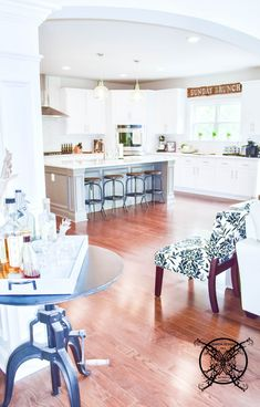 Want to Upgrade Your Kitchen Island? This is a super quick, inexpensive, easy weekend project, that provides a lot of character to an otherwise basic kitchen island by adding picture frame molding. Kitchen Island Molding, Diy Kitchen Cabinets, Painting Kitchen Countertops, Painting Cabinets, Picture Frame Molding, Basic Kitchen, Kitchen Upgrades, Farmhouse Chic, Easy Projects