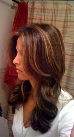 that hair color...I love it on me and others..it's beautiful and perfect for fall.