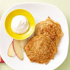Apple-Cinnamon Oatmeal Pancakes & 8 other breakfasts under 300 calories!!!healthy breakfast
