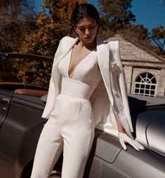 Leah da gloria bohéme 2020 collection nybfw wedding pants suit wedding jumper see the entire on. Suit Fashion, Look Fashion, Fashion Dresses, Fashion Goth, Paris Chic, Classy Outfits, Stylish Outfits, Elegantes Business Outfit, Wedding Pants