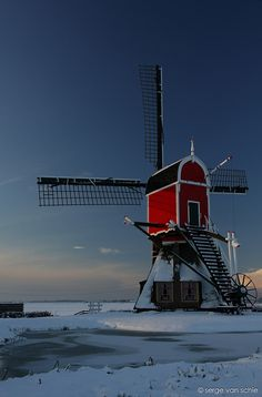 Windmill 'de Rooie Wip' at Hazerswoude-Dorp, Hazerswoulde-Rijndijke, South Holland, Netherlands. This windmill is a wipmolen, or hollow post mill and was originally built in 1639 // photo by Serge van Schie Tilting At Windmills, Vive Le Vent, Le Moulin, Covered Bridges, Winter Landscape, Winter Scenes, Belle Photo, Netherlands, Dutch