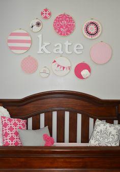 Idea para decorar la pared del cuarto del bebé con su nombre.