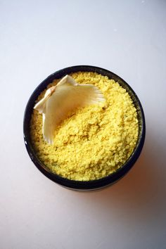 Bath salts made from a revitalizing mix of natural salts and therapeutic essential oils. Also includes turmeric & rosemary powder. Get in your tub and enjoy this all natural hand made bath salt!