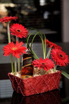Arreglo floral para regalar. Without the alcohol for me.    : -)