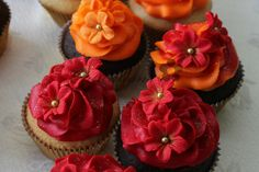 wish I could make these, love the one with opposite color flowers!