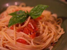 『ちょっとピリ辛、生トマトとEXVオリーブオイル「バランカ」のパスタ レシピ』