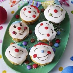 Funny Muffins - Recipes for cupcakes with fun factor - Boys Birthday Party ideas - Kuchen Donut Recipes, Muffin Recipes, Cupcake Recipes, Party Recipes, Dessert Recipes, Karneval Snacks, Clown Cupcakes, Childrens Meals, Ice Cream Party