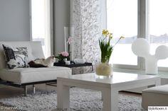 sohvapöytä,vaalea sisustus,tuplakupla,orkidea,olohuone Marimekko, Dining Bench, Living Room, Furniture, Decorating Ideas, Design, Home Decor, Cozy, Decoration Home