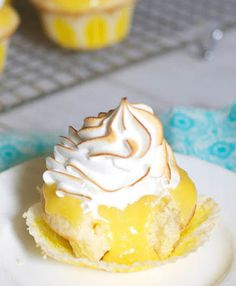 Lemon Meringue Cupcakes by the Baker Chick - oh man that's a mess I want to get into! Cupcake Recipes, Cupcake Cakes, Dessert Recipes, Cupcake Ideas, Drink Recipes, Yummy Recipes, Recipies, Flan, Muffins