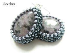 #earrings #beadembroidery #illecebra
