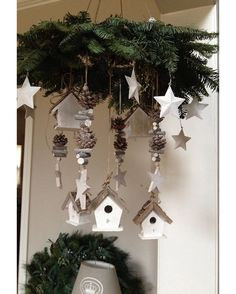 Easy and Simple Christmas Decorations Sumcoco Country Christmas, Simple Christmas, Christmas Home, Christmas Holidays, Christmas Wreaths, Christmas Ornaments, Christmas Projects, White Christmas, Natal Country