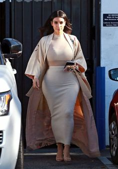 Kim Kardashian Photos Reality star Kim Kardashian is spotted at a studio in Van Nuys California on April 27 2016 Kim Kardashian Visits a Studio in Van Nuys Kim Kardashian, Kardashian Photos, Chic Outfits, Fashion Outfits, Fashion Trends, Fashion News, Classy Outfits For Women, Clothes For Women, Pencil Skirt Outfits