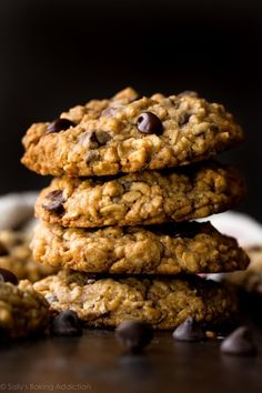 Soft & Chewy Oatmeal Chocolate Chip Cookies The best chocolate chip cookies! These soft & chewy oatmeal chocolate chip cookies have a few tricks to make them undeniably delicious, every time. Vanilla Recipes, Sweet Recipes, Baking Recipes, Best Cookies Ever, Sallys Baking Addiction, Oatmeal Cookie Recipes, Oatmeal Chocolate Chip Cookies, Snacks, Galette