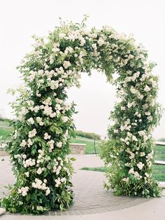 Floral and greenery wedding ceremony arch - Wedding Ceremony Decors, inspiring you with new and green ideas for weddings. Discovering all green wedding Wedding Altars, Wedding Ceremony Flowers, White Wedding Flowers, Wedding Ceremony Decorations, Ceremony Backdrop, Floral Wedding, Trendy Wedding, Wedding Ceremonies, Wedding Dress