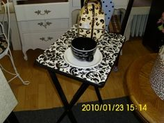 DIY Project: TV Tray Table + Decoupage Makeover = Actual Piece of Accent Furniture Folding Chair Makeover, Tv Tray Makeover, Furniture Makeover, Tv Tray Table, Tv Trays, Furniture Projects, Diy Furniture, Diy Projects, Repurposed Furniture