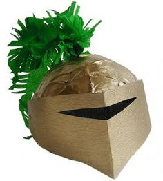 Activité de bricolage pour fabriquer son propre casque de chevalier inspiré des tournois de chevaliers du moyen-âge. Bricolage pour fabriquer un casque de chevalier du moyen-âge en papier mâché
