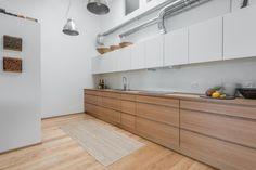 cocina - Un apartamento luminoso que combina blanco y madera
