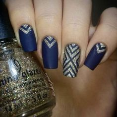Winter Nail Designs - Dark Blue Matte Nails With Glitter Gold Dark Blue Nails, Blue Matte Nails, Navy Nails, Blue Acrylic Nails, Sparkly Nails, Glitter Nail Art, Prom Nails, Gold Glitter, Dark Nail Art