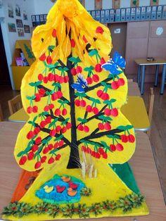 okulöncesi mevsimler konusu üç boyutlu ağaç yapımı   Evimin Altın Topu Art For Kids, Crafts For Kids, Arts And Crafts, Quilling Paper Craft, Paper Crafts, Quick Crafts, Art Lesson Plans, Art Model, Four Seasons