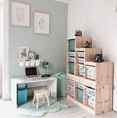 """▪️◾◼️Stadtvilla vom Lande◼️◾▪️ su Instagram: """"▫️Kinderzimmer▫️ . In meiner Story habt ihr abgestimmt 🥰97% haben sich mehr vom Kinderzimmer gewünscht. Und voila hier ist das nächste…"""" Ikea Hacks, Office Desk, Corner Desk, Furniture, Instagram, Home Decor, Houses, Corner Table, Desk Office"""