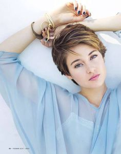 Shailene Woodley. Did u ever realize dat Shai's eyes change color ALL THE TIME?????