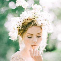 My first true experiment with film photography happened in Ireland at #thestylingpilgrimage by @pearlandgodiva. Florals: @sarah_winward MHUA: @lora_kelley Dress: @_emilyriggsbridal Jewelry: @kristinhayesjewelry Scans: @richardphotolab