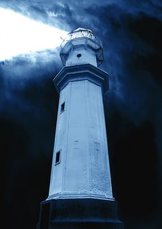 Beam of the Newhaven Lighthouse by semi-detached on flickr