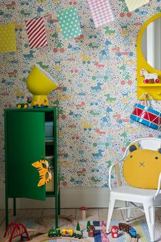 Most of us remember the iconic animal BRIO toys of our childhood and here they are in this amazing wallpaper design.