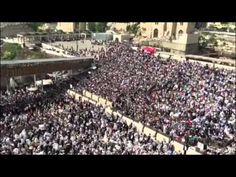 Watch: Tens of Thousands pray at Kotel for Passover Western Wall, City Photo, Blessed, 25 April, Gal Gadot, Investigations, Blessings, Sword, Police