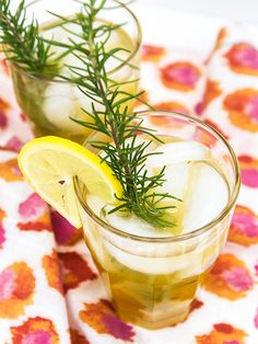 Having a summer bbq or party? You have to serve this refreshing rosemary peach lemonade. Everyone will love it!