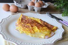 L'omelette al prosciutto è una delle tantissime varianti di questo noto piatto francese. A quanto pare l'omelette ha delle origini molto antiche, c'è chi dice che