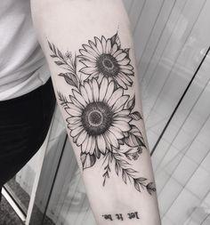 Pin de c g em tatoo sunflower tattoos, flower tattoos e tatt Sunflower Tattoo Sleeve, Sunflower Tattoo Shoulder, Sunflower Tattoo Small, Sunflower Tattoos, Sunflower Tattoo Design, Sunflower Mandala Tattoo, Body Art Tattoos, Small Tattoos, Sleeve Tattoos